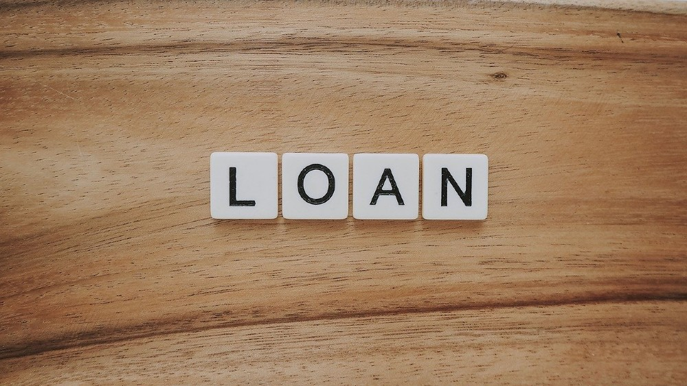 The Difference Between Emergency Loans & Installment Loans