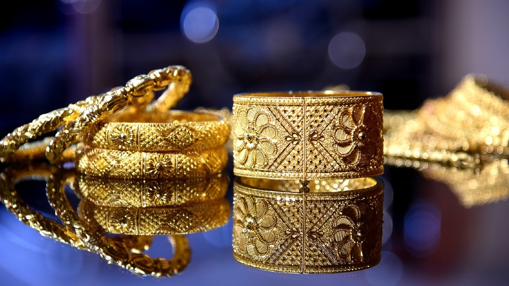 12 Undeniable Reasons You Should Buy Gold & Silver