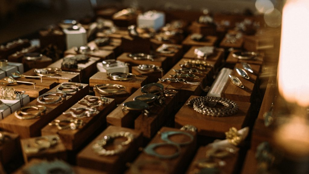 11 things you should and shouldn't buy from pawn shops